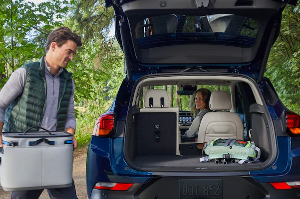 2020 Buick Encore GX tailgate loading